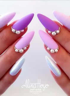Have you figured out what kind of nails to make? Why not try spring break nails beach? Walking on the street today, I found that many friends are talking about this nail style. Why is this style so popular? Pearl Nails, Nail Charms, Broken Nails, Pointed Nails, Stiletto Nail Art, Best Acrylic Nails, Acrylic Art, Dope Nails, Nails Inc