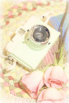 I want a white camera~ Old Cameras, Vintage Cameras, Very Nice Images, Retro, White Camera, Polaroid Camera, Lomo Camera, Braided Rugs, Vintage Theme