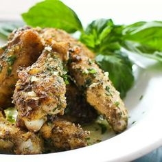 The best chicken wings recipe! Baked in the oven - parmesan garlic chicken wings recipe from Chef Jesse Thomas. Italian Chicken Wings Recipe, Parmesan Chicken Wings, Garlic Chicken Recipes, Baked Chicken, Crispy Chicken, Chicken Gizzards, Sweetie Pies Recipes, Enchilada Lasagne, Kitchen Recipes