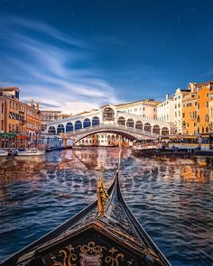 Romantic Gondola ride in Venice 🇮🇹🛶 - - - Photo credit to by Hoffmann Travel Venice Map, Venice Canals, Venice Italy, Rialto Venice, Foto Hdr, Places Around The World, Around The Worlds, Great Places, Beautiful Places