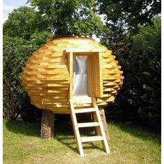 Coco Hut An Outdoor Shed Made of Scrap Wood벌집모양의 둥근 오두막 : Gert Eussen 네덜란드 . Cabana, House In Nature, Backyard Sheds, Backyard Playhouse, Little Houses, Recycled Materials, Green Materials, Recycled Wood, Play Houses