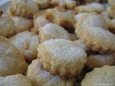 PASTITAS DE ANÍS Son ingredientes muy comunes en todas las despensas. La receta es facilita. La masa muy cómoda de manejar. y las pastitas quedan un poco hojaldradas y con un aroma de anís muy rico…
