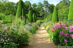 The Galloping Gardener: Hidcote Manor - Paradise Lost and Found in the Cotswolds