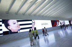 Impresionante #pantalla #LED #gigante de 85 m. en el Westfield World Trade Center de NY