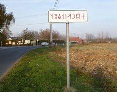 Dunasziget: Dunasziget, Ősi székely-magyar rovásírás a település nevét jelző táblán, 2011. november 14.-én (kép)