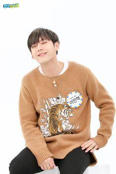 인간탑은 기본! 미친 활약 보여주는 전역돌 | 1boon Btob, Minhyuk, Christmas Sweaters, Pullover, Fashion, Moda, Christmas Jumper Dress, Sweaters, Christmas Jumpers