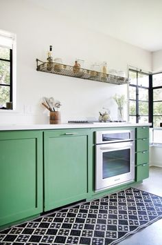Green Cabinets - Allison Burke's Modern Mix via Apartment Therapy Painting Kitchen Cabinets, Kitchen Inspirations, Beautiful Kitchens, Life Kitchen, Eclectic Kitchen, Kitchen Remodel, Green Kitchen Cabinets, Home Kitchens, Kitchen Style