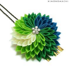 髪飾り 卒業式 つまみ細工かんざし Ribbon Art, Fabric Ribbon, Ribbon Crafts, Flower Crafts, Satin Flowers, Fabric Flowers, Paper Flowers, Kanzashi Flowers, Bunch Of Flowers