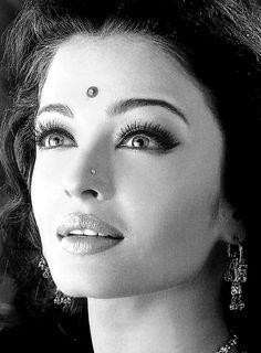 Aishwarya Rai bollywood makeup #bindisandbaubles #bindis
