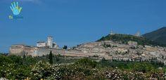 Assisi is a city in the Province of Perugia in Umbria, Italy. It is known to be the city in which were born, lived and died St. Francesco, patron of Italy, and Saint Chiara. * #TuMundoItaly #Viaggi #Viaggiare #viaggio #amici #italia #storia #scopriamo #volare #esplorare #italy #ammirare #conoscere #parto #partire #partiamo #assisi #perugia #umbria #sanfrancesco #patrono #santachiara #natura #borgo #trip #travel #socialenvy #picoftheday