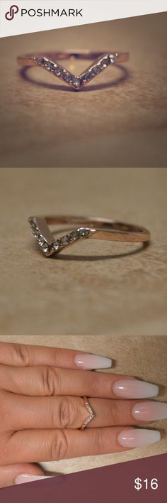 Gold Chevron Dip Ring Gold chevron dip ring, very clean and shiny, size 6 Jewelry Rings
