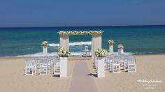 Total white for an elegant wedding on the beach.