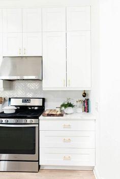 Küche Gestalten Gelb Weiße Küchenschränke Modern Stilvoll | מטבח |  Pinterest | Weiße Küchenschränke, Küche Gestalten Und Küchenschränke