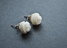 10mm Beautiful flower earrings White Rose Resin by FindingsDIY