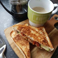 Pulled chicken toastie #beasbites #blogger #girlwhocooks #foodie #foodblogger #happyblogger #homemade www.beasbitesonline.com