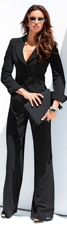 Irina Shayk beautiful power suit #mysterydigger #fashion