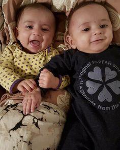 #godmorgensmil her fra. Vi har sovet 8 timer uden mad. #morogfarerstolte (og #veludhvilede ) #tvillingerdk20142015 #twins #bedstevenner #hollyshverdagsglimt #papfarkids #flødebollerne