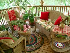 Porches, Gardens Outdoor Spaces - Follow me, Suzi M, on Pinterest. Interior Decorator Mpls, MN Con la alfombra y gallinitas!!!