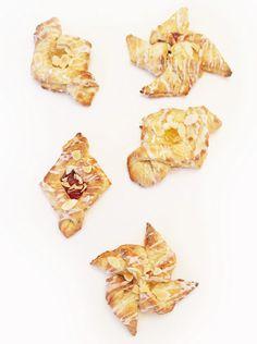 danish pastries recipe Best Dessert Recipes, Special Recipes, Sweets Recipes, Cafe Recipes, Bread And Pastries, Danish Pastries, My Favorite Food, Favorite Recipes, Small Bakery