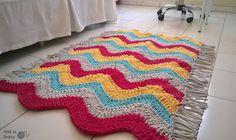 Tapete em fio de malha https://www.facebook.com/ateliedandreafaria/   #artesanato #fiodemalha #croche #decoracão #decor #casa #tapete #tapetedefiodemalha #euroroma #cores #handmade #craft #bsb