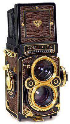 Rollei flex cameras are a great accent for the treasure hunter steampunk outfit. They just have the look without any alterations!