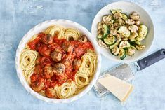 Kijk wat een lekker recept ik heb gevonden op Allerhande! Spaghetti met gehaktballetjes in tomatensaus