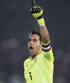 Kiper #Chile No #1 di #CopaAmerica Cloudio Bravo