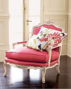 butaca tapizada en color madreselva