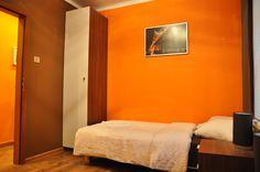 mały pokój  http://www.apartamenty-krakow.com/nocleg/apartament-pomaranczowy/