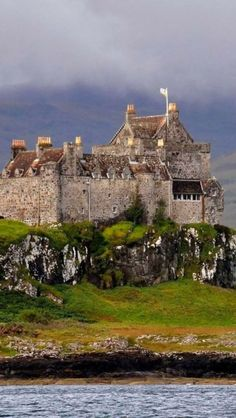 Duart Castle, Isle of Mull in Scotland. Duart Castle is the ancestral home of Clan Maclean. Discover more details about Duart Castle including opening times, photos and more. Scotland Castles, Scottish Castles, Oh The Places You'll Go, Places To Travel, Places To Visit, Beautiful Castles, Beautiful Places, Chateau Moyen Age, Chateau Medieval