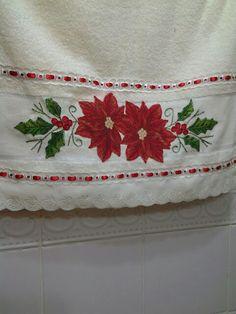 Toalha de rosto com motivo natalino em patch aplique