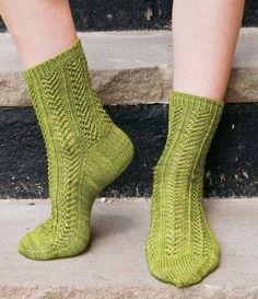 Die Socken mit dem botanischen Namen des Efeus sind ganz besonders elastisch. Und das Muster ist gar nicht so schwer wie es aussieht ...Sie möchten Hedera nachstricken? Hier geht's zur Anleitung.