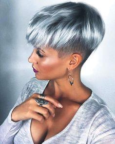 20 gray-blue hair color trend for women Trend bob hairstyles 2019 - Frisur Ideen Short Silver Hair, Short Grey Hair, Silver Blonde, Short Hair Cuts, Pixie Cuts, Short Pixie, Short Stacked Hair, Long Hair, Short Bobs