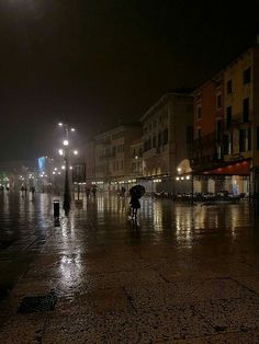 #Veronadisera Anche con la pioggia Verona è stupenda