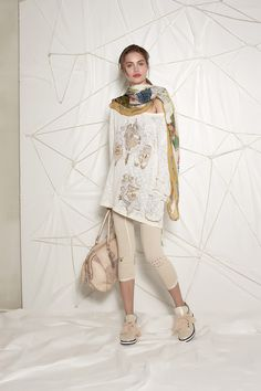 #danieladallavalle #collection #ss16 #elisacavaletti #knitpullover #knit #pullover #leggings #kefiah #bag #shoes #print #fantasy #beige #gold #white #leather