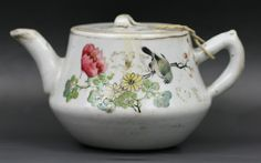 A Chinese Antique Famille Rose Tea Pot with cover