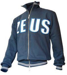 Kék-Fehér-Királykék Zeus Pamut Pulóver, könnyű, meleg, puha, kellemes viselet, gyorsan szárad, és nem veszi fel a vizet. Kiváló, impozáns, kényelmes, egyedi választás, nagyszerű viselet a cipzáros Zeus felíratós pamut pulóver. A teljes korosztály számára, magabiztos választás. Kék-Fehér-Királykék Zeus Pamut Pulóver 7 méretben és további 3 színkombinációban érhető el.