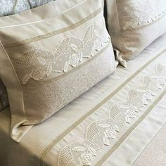 Filet Crochet, Knitting Stitches, Bed Spreads, Bed Sheets, Diy And Crafts, Decoration, Throw Pillows, Crochet Lace Edging, Bed Sets