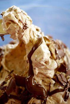 Helado kinder con chocolate galleta y crema de avellanas en tarrina SINGLUTEN Y SINLACTOSA apto para intolerantes a la lactosa y celíacos En Sevilla