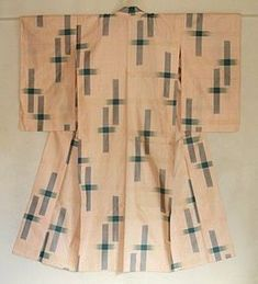 Japanese Vintage Textile Meisen Kimono Ogasuri. This is an unlined silk meisen kimono with ogasuri ( large ikat ) pattern. The ground is beautiful light salmon pink and kasuri pattern is blue green. In good condition and looks scarcely worn, except for a black curved hair line. 1920s to 1930s. 128cm x 148cm