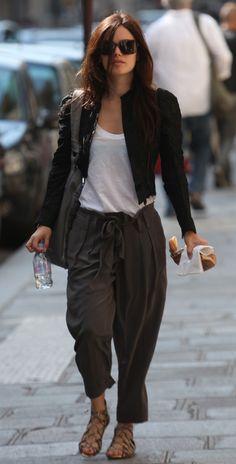 Rachel Bilson looks so cute in this outfit Rachel Bilson, Tokyo Fashion, Teen Fashion, Fashion Trends, College Fashion, Fashion Fall, Fashion Bloggers, Style Fashion, Ashley Olsen