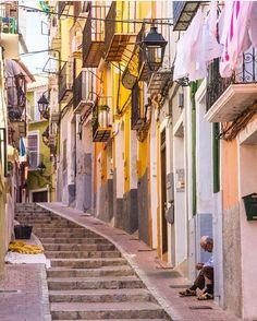España (@spainiswonderful) op Instagram: '#villajoyosa #valencia #españa #spain #spain_gallery #spainiswonderful #colorful #architecture…'