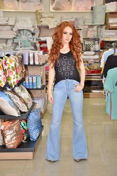 Look do dia: Boca de Sino, ou melhor, a famosa calça flare ganha vaga nas peças coringas do closet feminino! - Blog Zap Catalão Notícias
