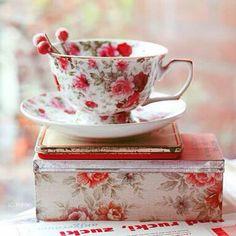 Books and Tea Tea Cup Saucer, Tea Cups, Books And Tea, Disney Coffee Mugs, Autumn Coffee, China Patterns, Vintage China, Vintage Teacups, Vintage Dishes