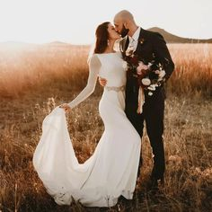 Wedding Picture Poses, Wedding Photography Poses, Wedding Portraits, Outdoor Wedding Pictures, Romantic Wedding Photos, Horse Wedding Photos, Unique Wedding Poses, Bridal Portraits Outdoor, Wedding Ceremony Pictures