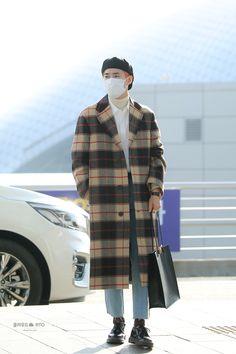 Suho [HQ] 191122 Incheon Airport, Departing for Jakarta Kpop Fashion Male, Korean Fashion Men, Mens Fashion, Japanese Fashion, Airport Style, Airport Outfits, Airport Fashion, Exo Korean, Kim Junmyeon