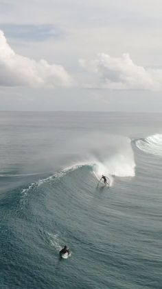 Surfing overhead waves in Maldives. surf video created by Jesse Little in No Wave, Big Waves, Ocean Waves, Surf Mar, Photo Tag, Places To Travel, Places To Visit, Beach Wallpaper, Surfs