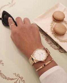 Cartier Jewelry, Ear Jewelry, Body Jewelry, Jewellery, Elegant Watches, Beautiful Watches, Cheap Charm Bracelets, Moon And Star Ring, Hand Watch