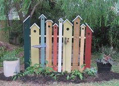 I needed something to block the view of my compost bin. This was adapted from a... - Modern