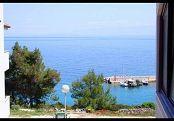 Losinj ist eine kleine Insel in der Adria. Es gibt ein großes Angebot an privaten Unterkünften. Sie können in privaten Wohnungen, Zimmer und Villen zu bleiben. Es ist der ideale Ort für einen Familienurlaub.